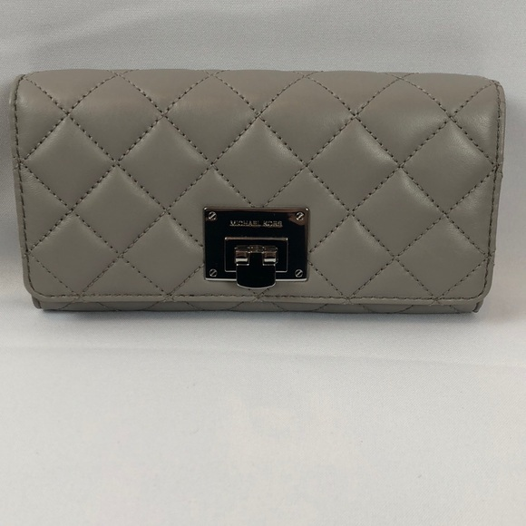 a54afac8dc94d Micheal Kors Astrid Pearl Grey Leather Wallet